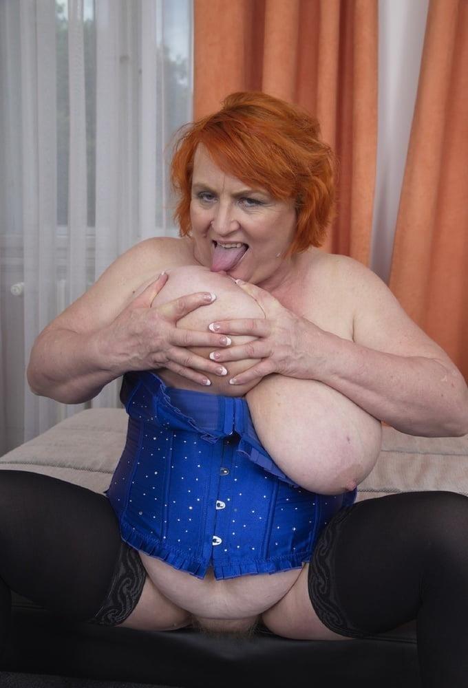Huge big tits pic-2121