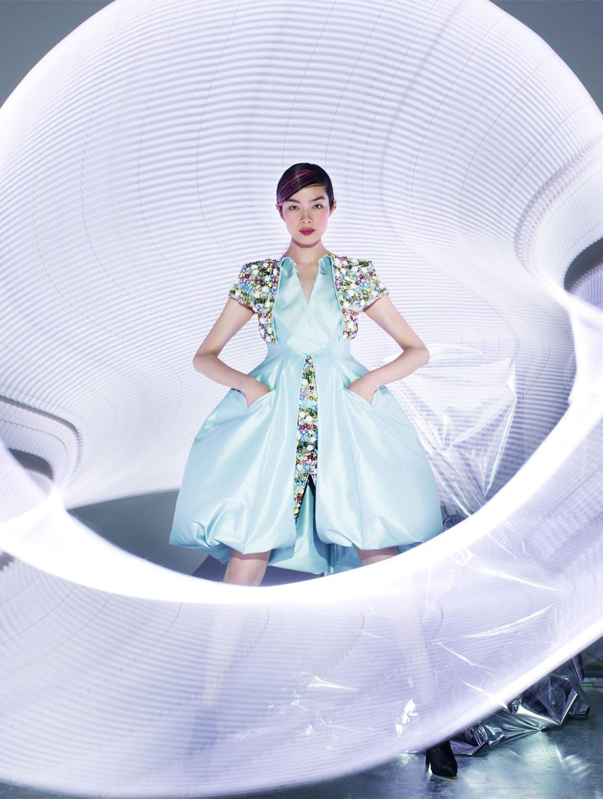 Светящаяся Фей-Фей Сун в журнале Vogue Гонконг, март 2019 / фото 11