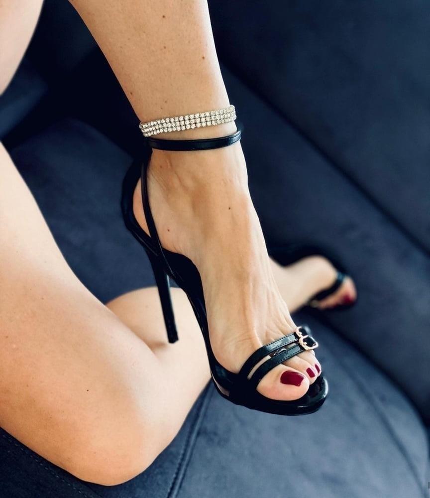 Hot feet domination-9105