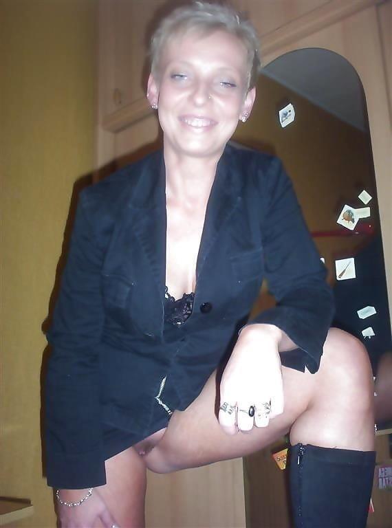 Blonde short hair milf-3493
