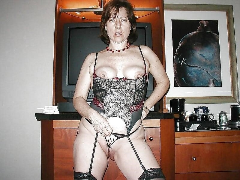 Naked mature women in stockings-2538