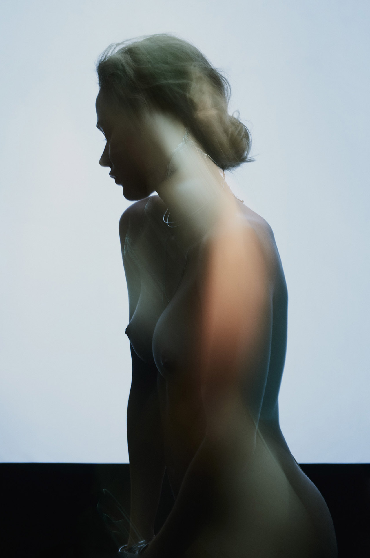 обнаженная в светящемся тумане / Kristin Gebert nude by Maximilian Motel