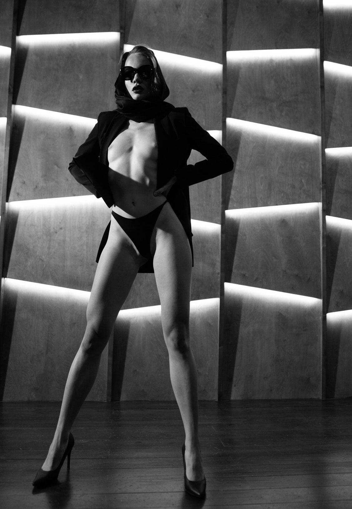 Сексуальный секретный агент во вражеском штабе / фото 09