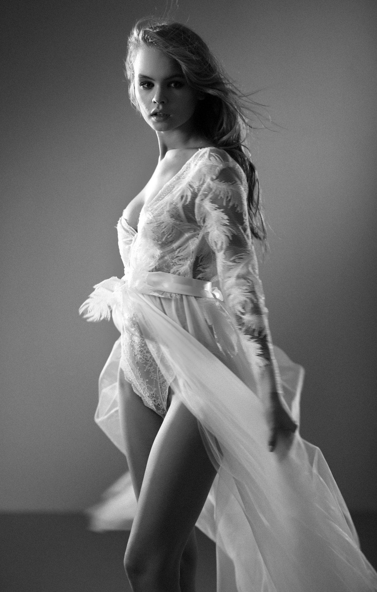 Анастасия Щеглова в нижнем белье для невесты / фото 02