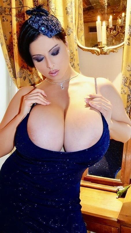 Sucking big sexy boobs-7004