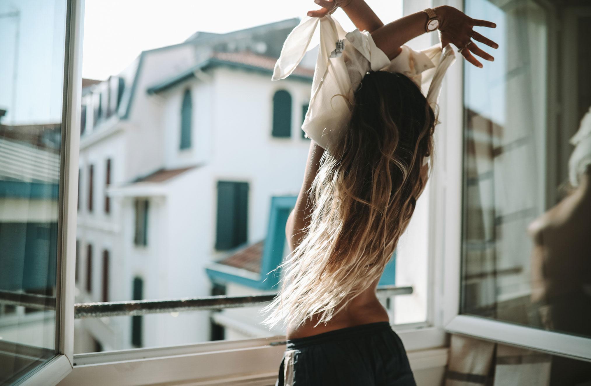 Ева Грейв в отеле Cosmopolitain в Биаррице / фото 01