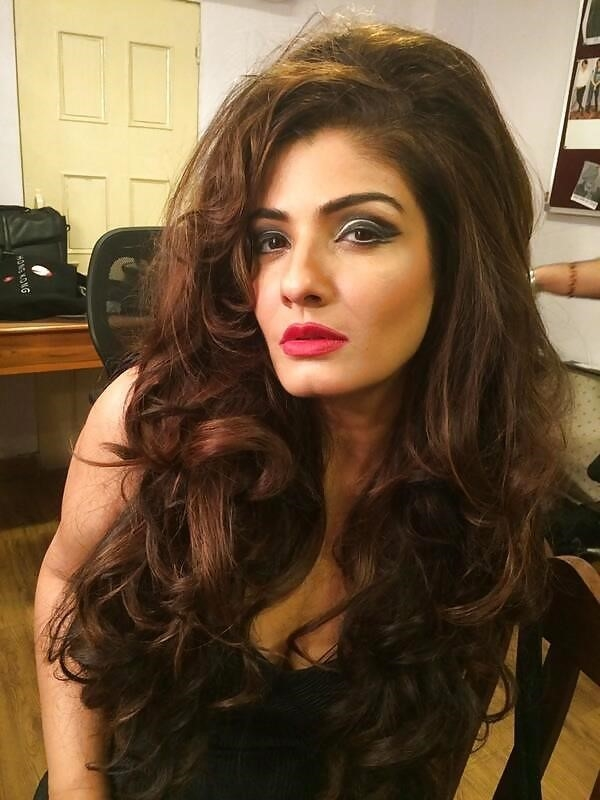 Raveena tandon hot sexy photo-9324