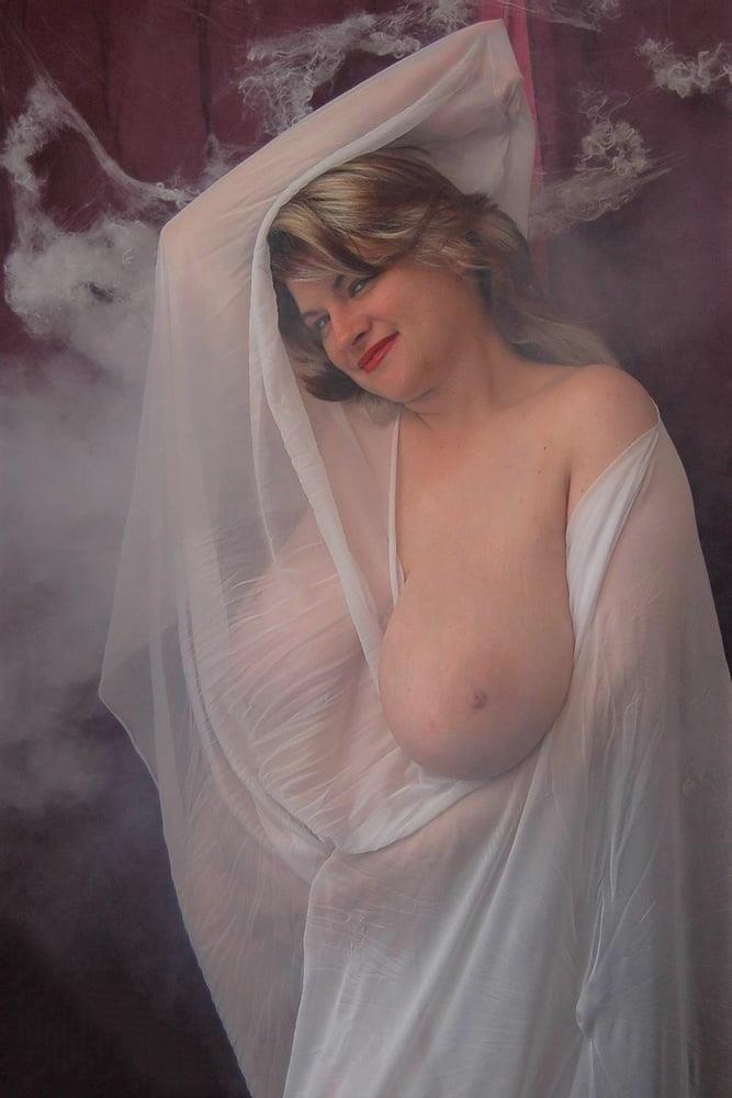 Big tit mature naked-9514