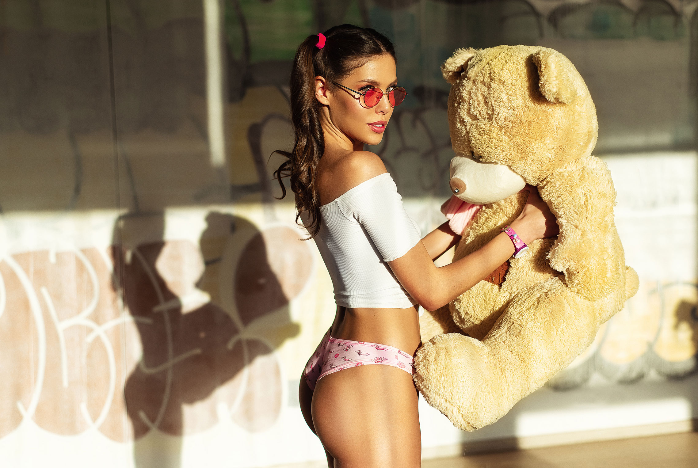 Взрослые игры с игрушечным медведем - Катя Созинова / Kate Sozinova by Nikolas Verano