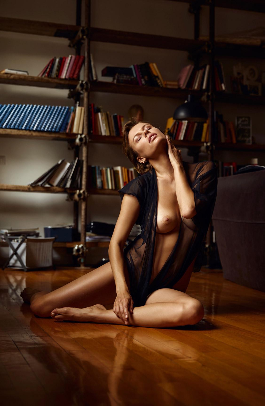 обнаженная Ольга де Мар ждет наступления темноты / фото 14