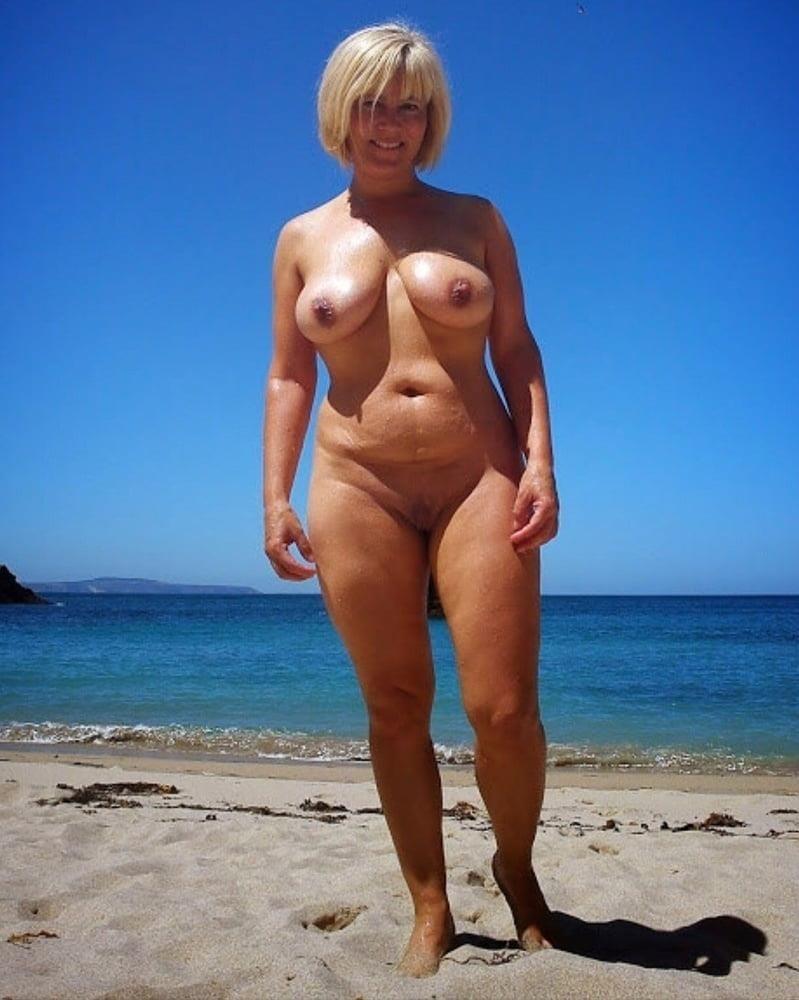 Naked mature thai women-1811