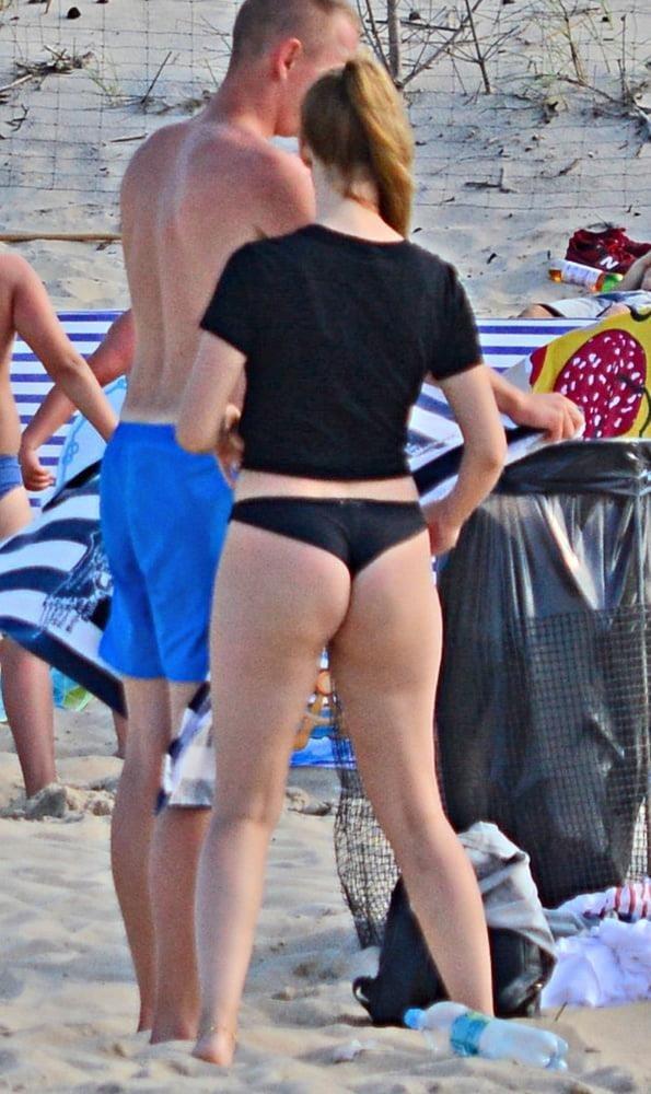 Cunnilingus on beach-8281