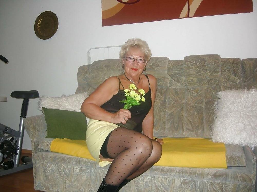 Amateur granny stockings pics-6071