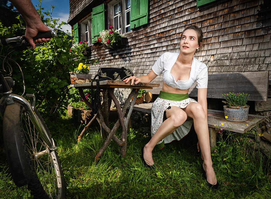 Баварские девушки в календаре JungBauernKalender / австрийская версия, июнь - Сабрина из Нижней Австрии