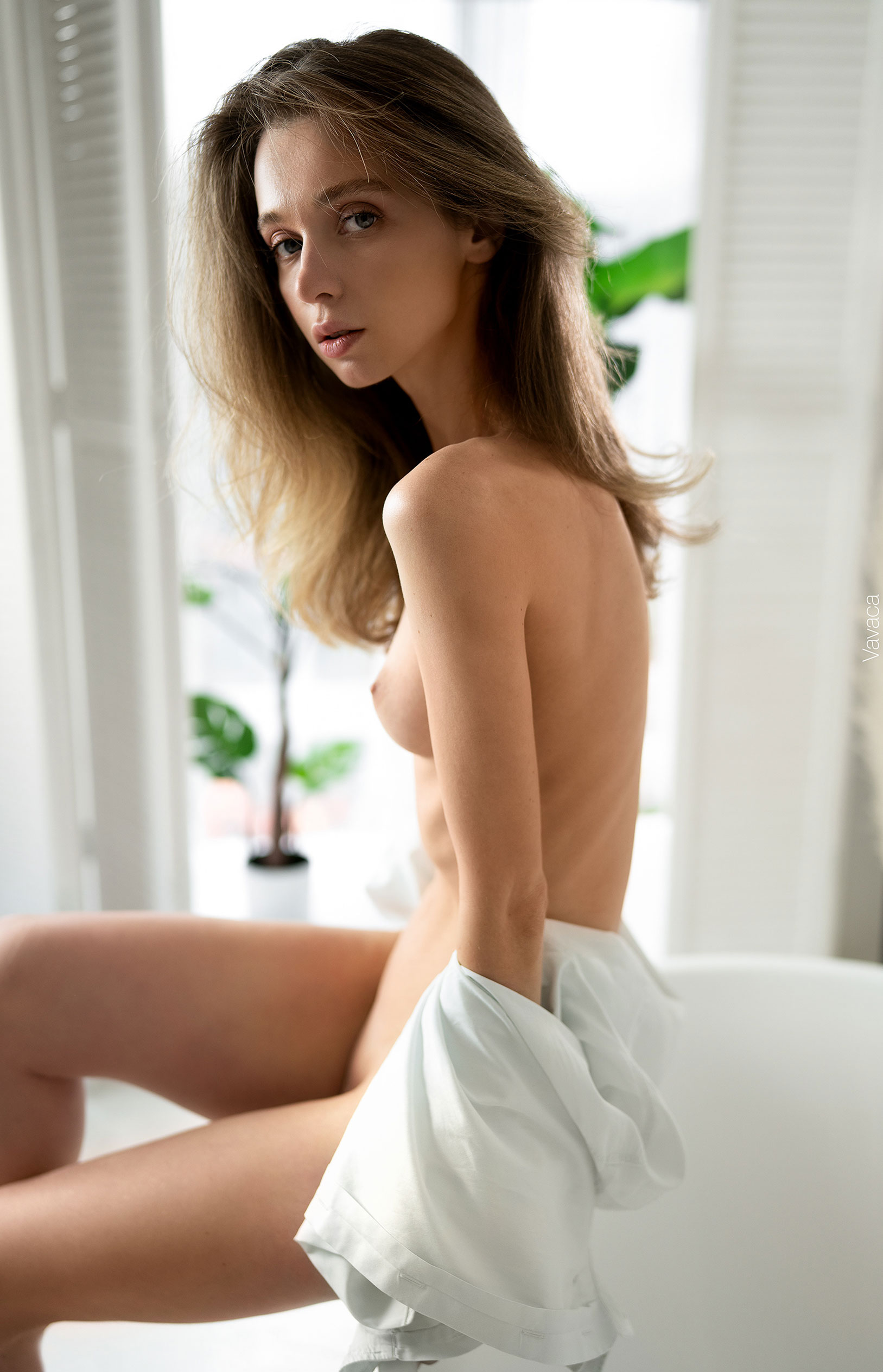 голая Анна Царалунга не решается погрузиться в красивую белую ванну / фото 13