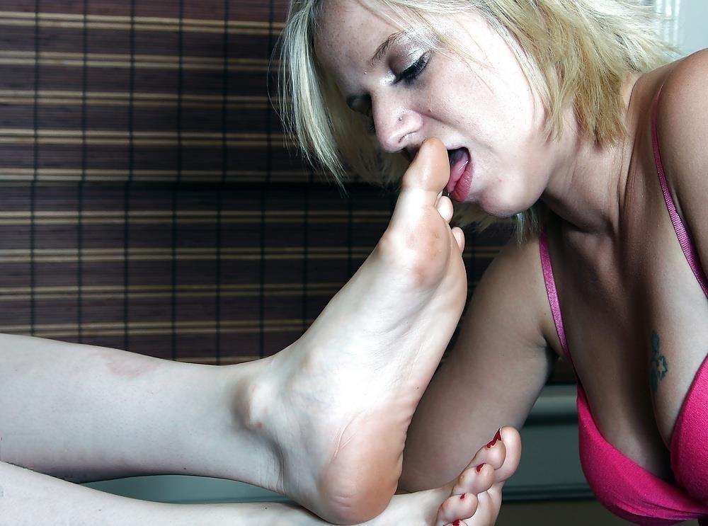 Lesbians feet kissing-1408