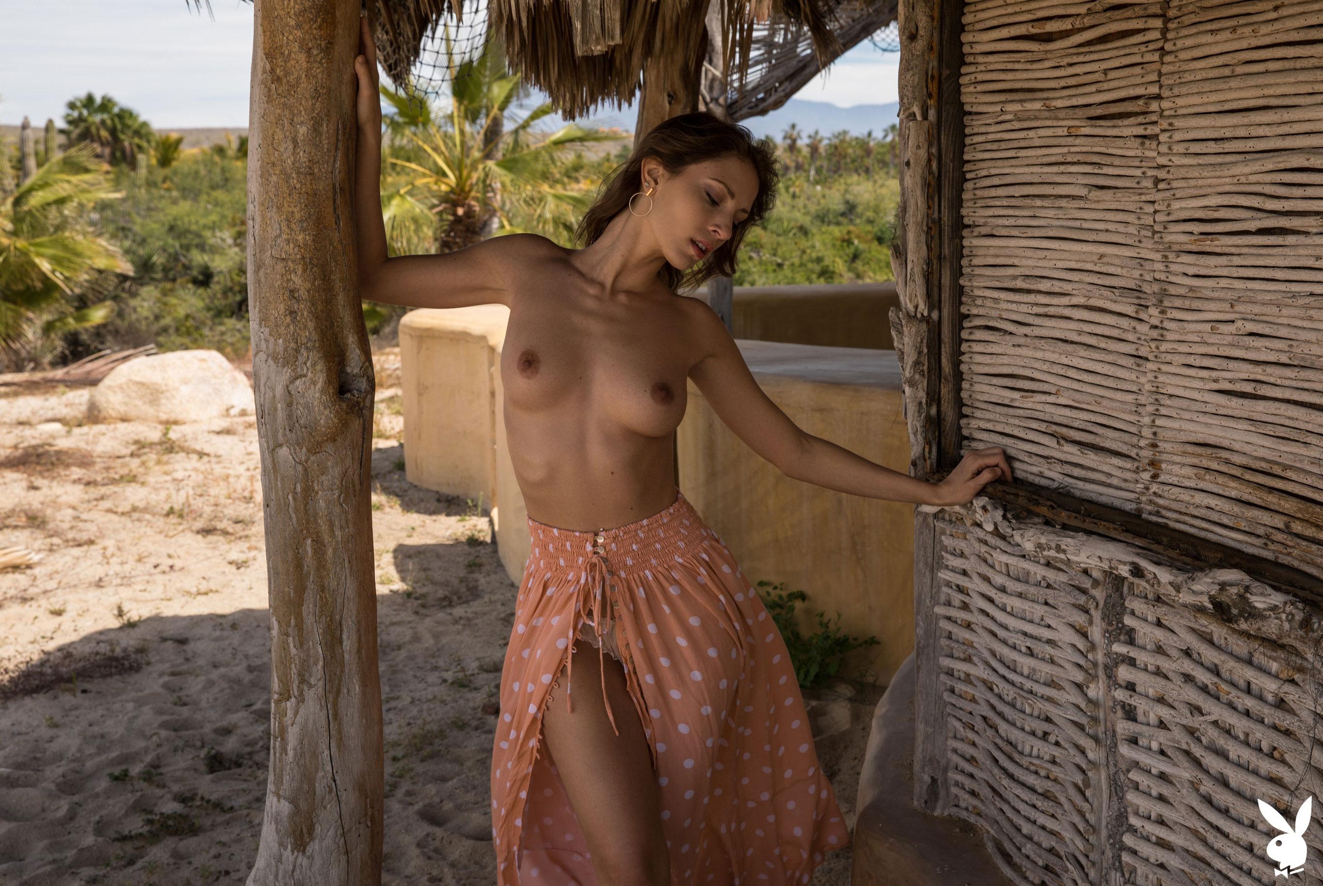 Отдыхаем на мексиканском пляже с сексуальной моделью Playboy / фото 05