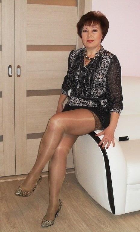 Amateur granny stockings pics-4001