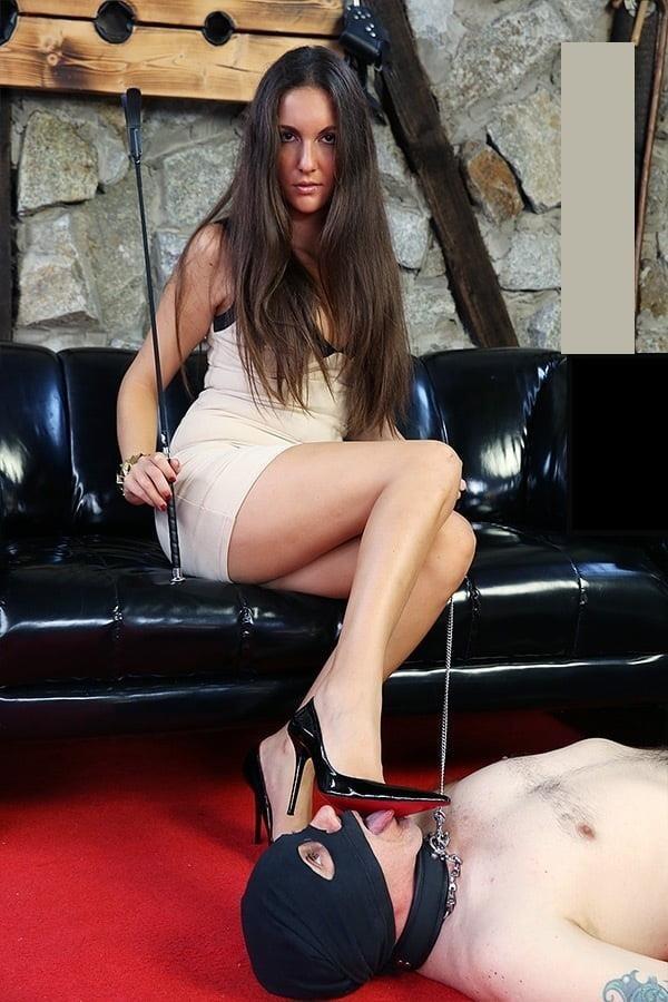 Victoria feet slave-2759