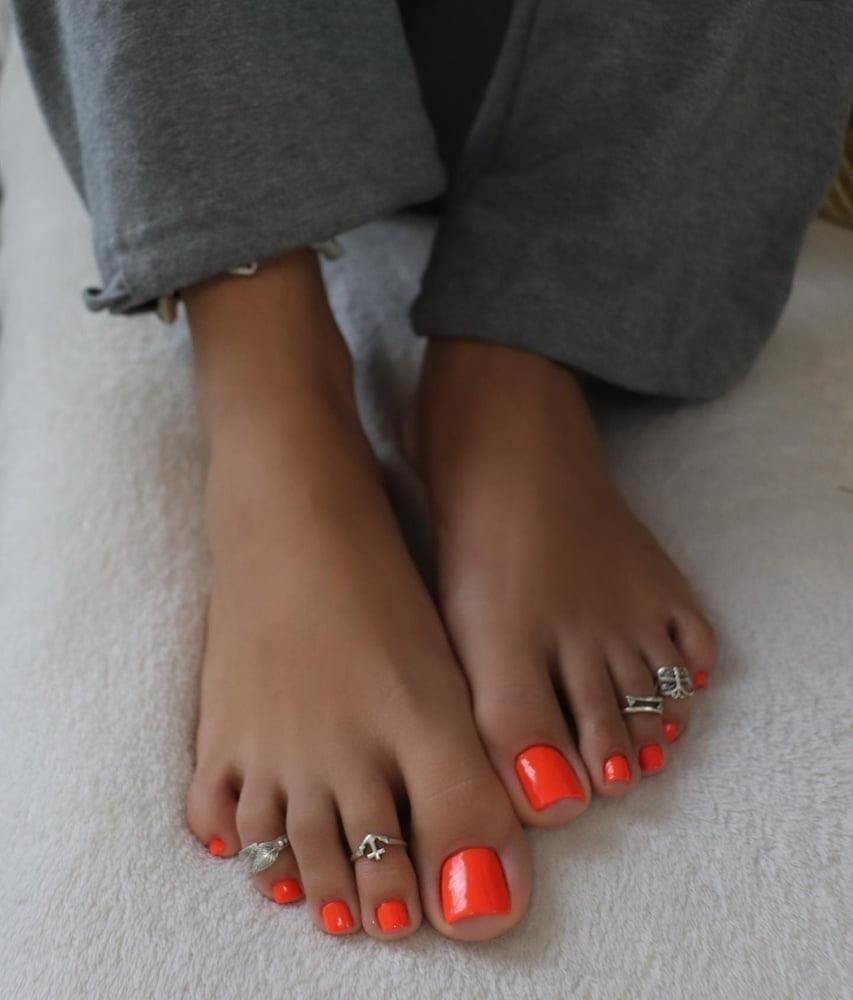 Hot feet domination-5700