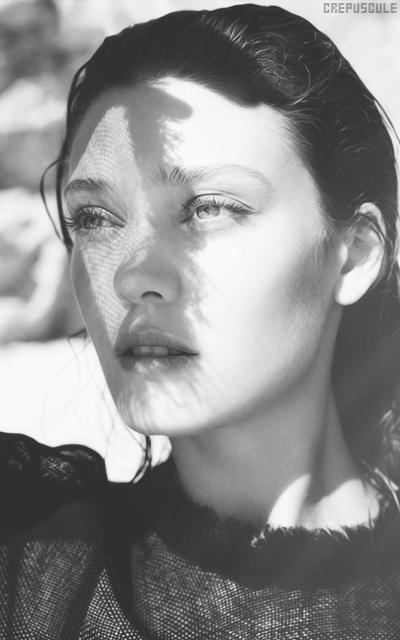 Diana Moldovan 3IhZ976A_o