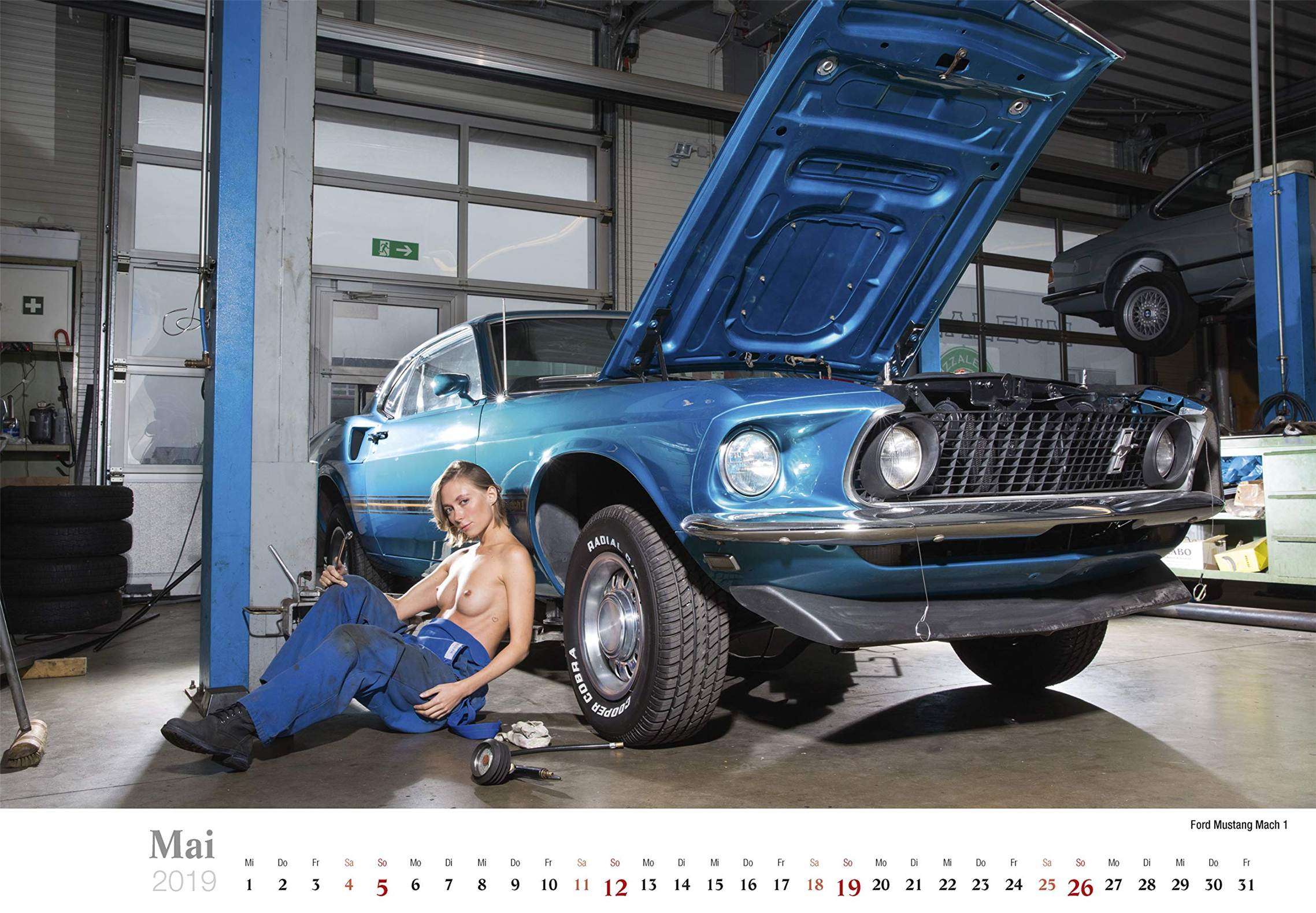 Сексуальные девушки ремонтируют автомобили / Ford Mustang Mach 1 / Schraubertraume / 2019 erotic calendar by Frank Lutzeback