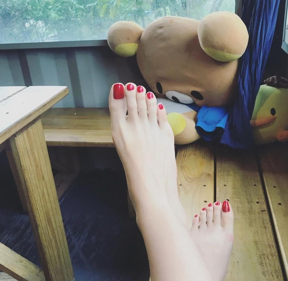 Forced licking feet-8413