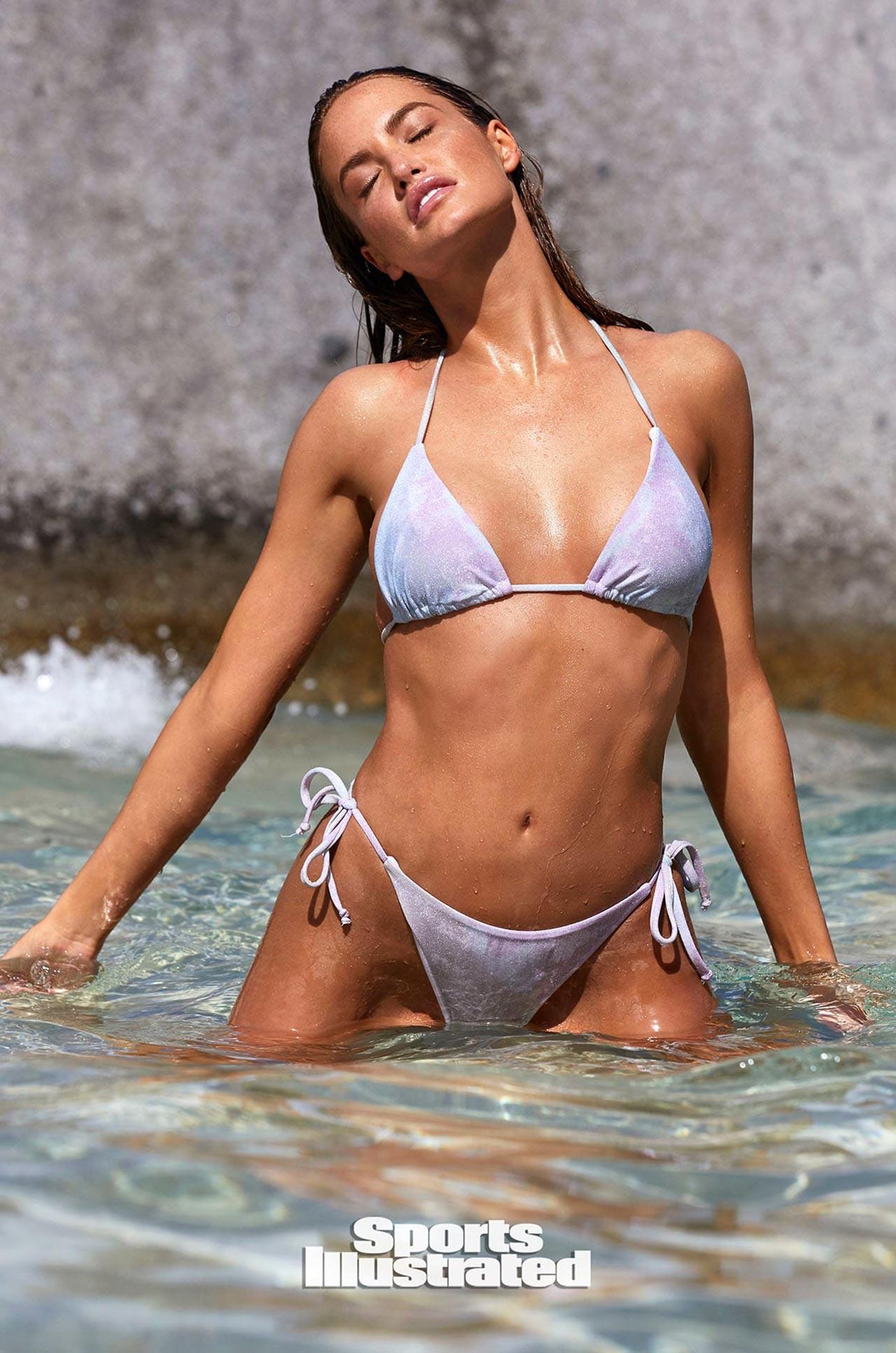 Хейли Калил в каталоге купальников Sports Illustrated Swimsuit 2020 / фото 24