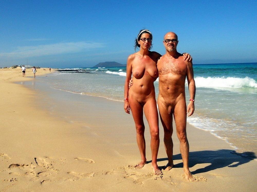 Mature couples copulating-2699