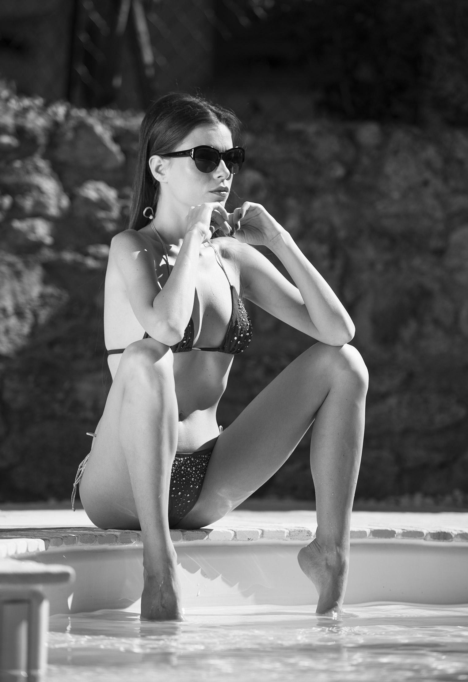 Жаркий день у бассейна с сексуальной Алексой Слюсарчи / Aleksa Slusarchi nude by Martin Wieland / Hot Summer Day
