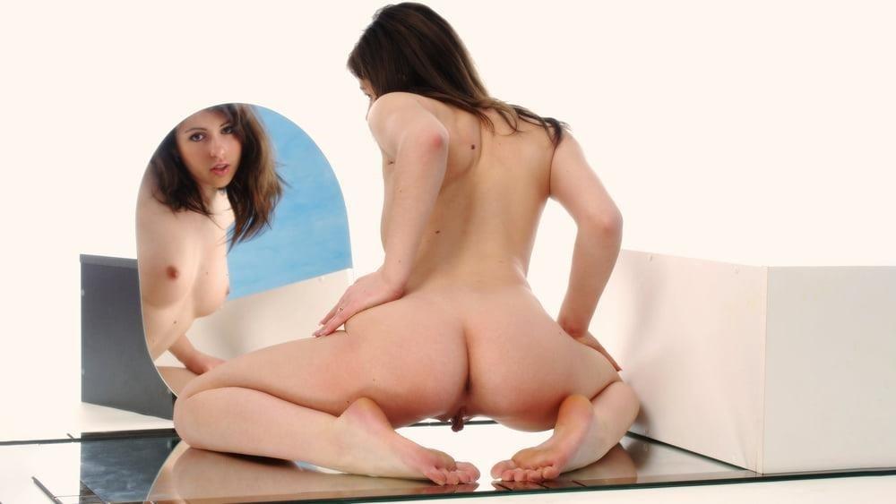 Girl nude mirror-4079