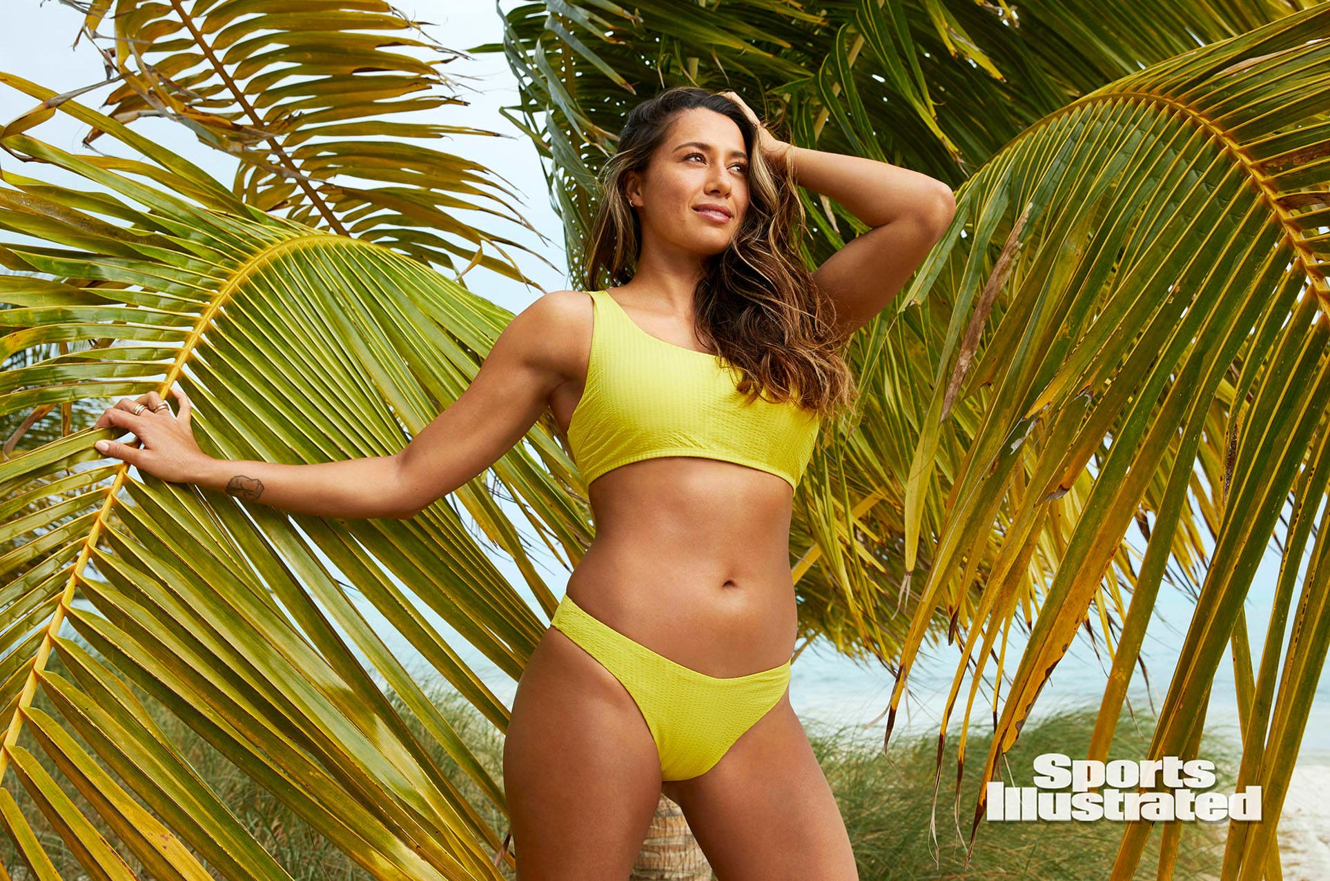 Малия Мануэль в каталоге купальников Sports Illustrated Swimsuit 2020 / фото 12