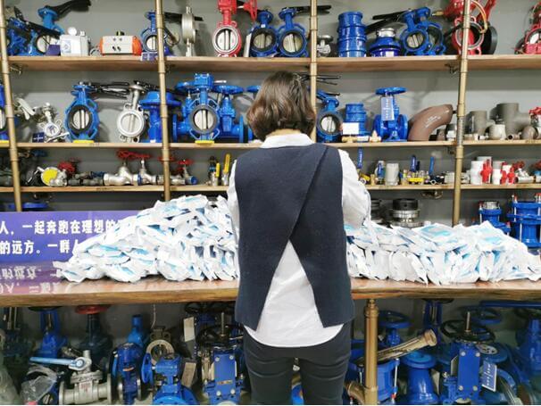 Bundor Valve Presents Medical Masks And Gloves To Foreign Customers