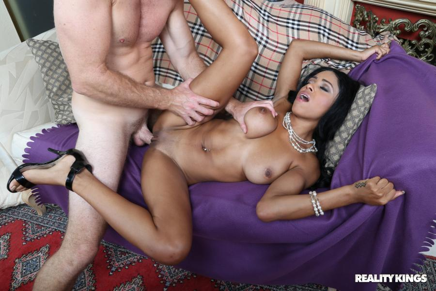Anya Ivy, Levi Cash – Playing In Ivy – Round And Brown – Reality Kings