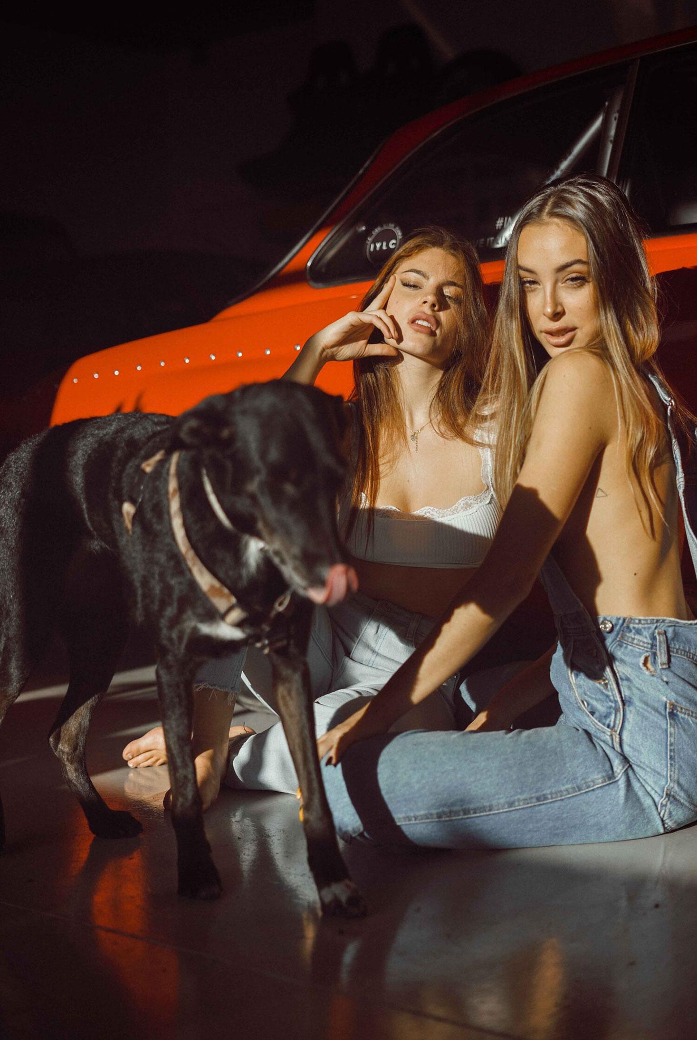 Девчонки развлекаются в гараже / фото 05