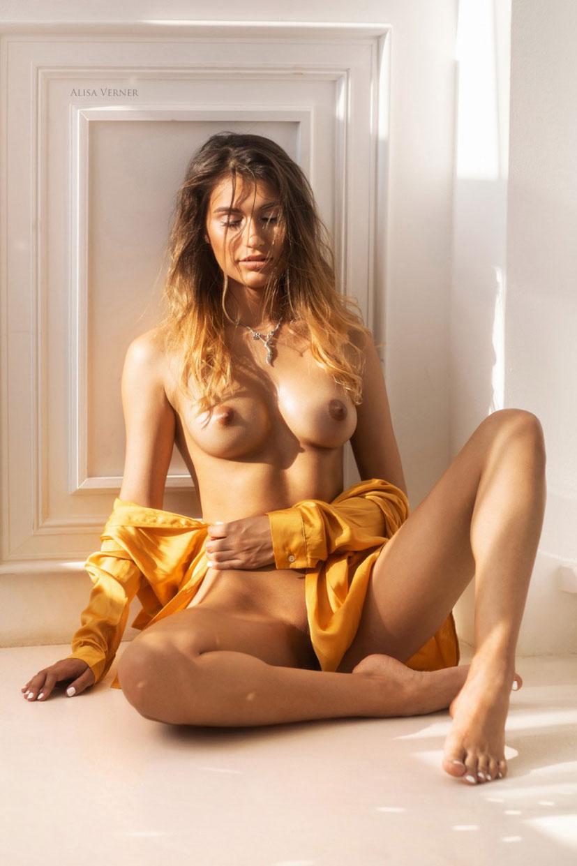 Сексапильная, почти голая Юля / фото 12