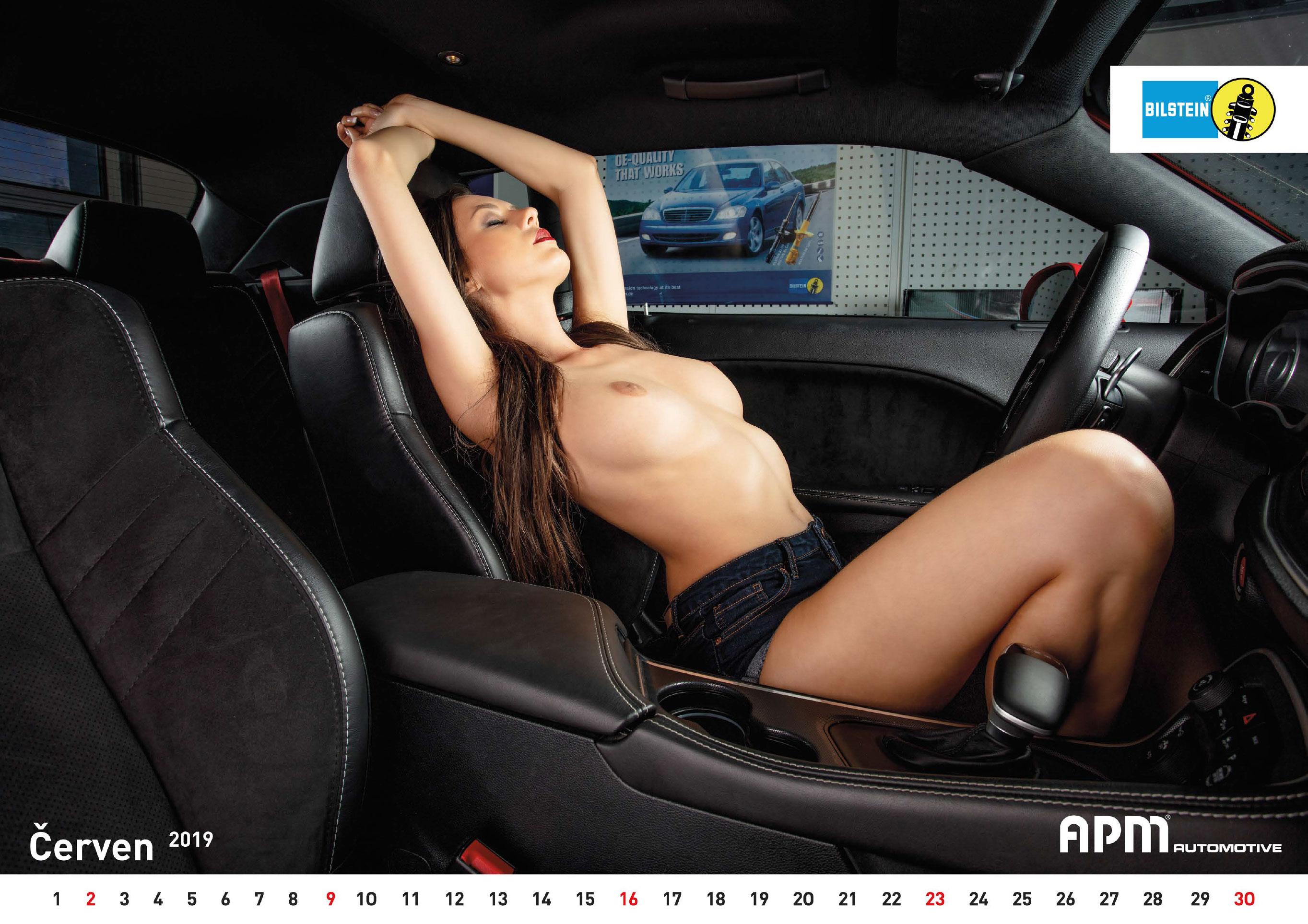 сексуальные девушки в эротическом календаре APM Automotive 2019