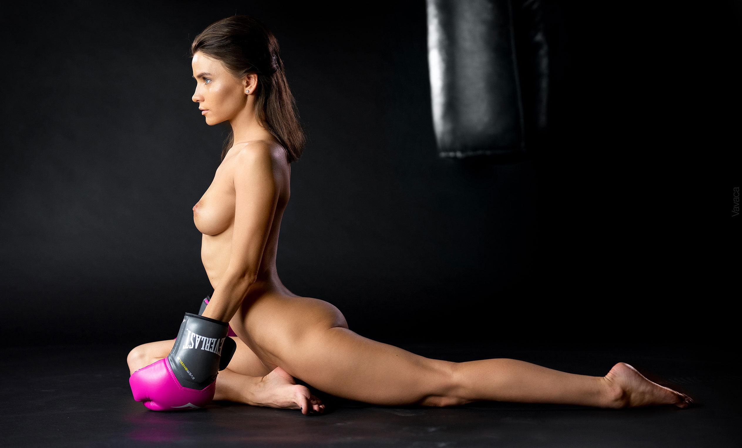 голая Кристина Макарова занимается боксом / фото 06