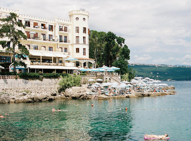 Отдыхаем на пляжах Хорватии с фотомоделью Мэдисон Хедрик / фото 08