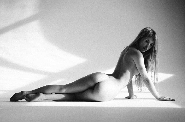 Alexandra Smelova nude by Mikhail Malyugin