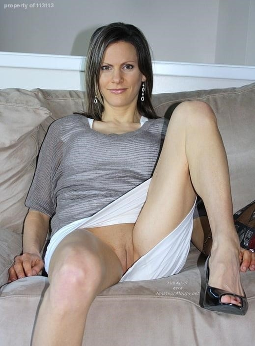 Cunnilingus under skirt-8621