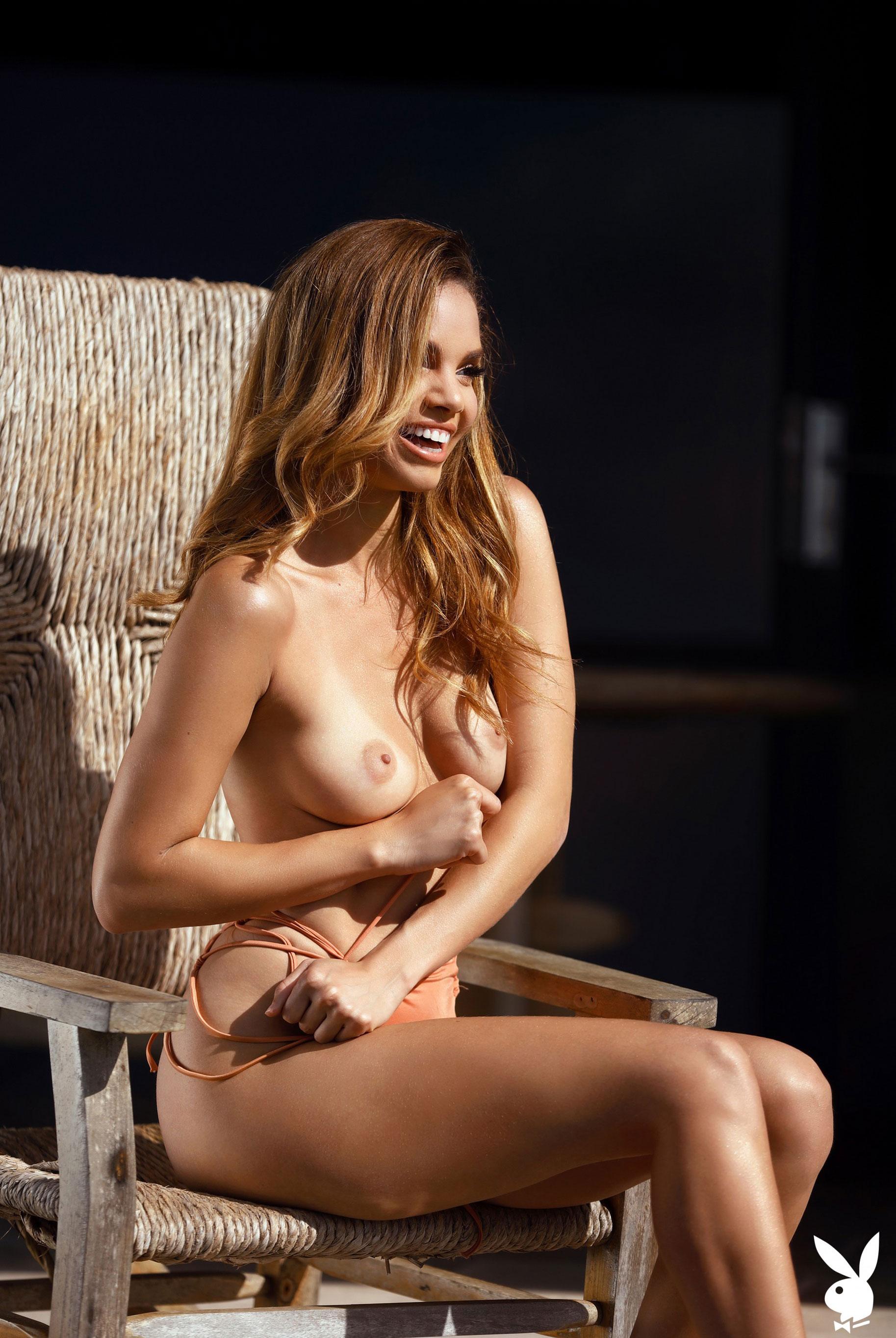 Мисс Июнь 2019 американского Playboy Йоли Лара / фото 35