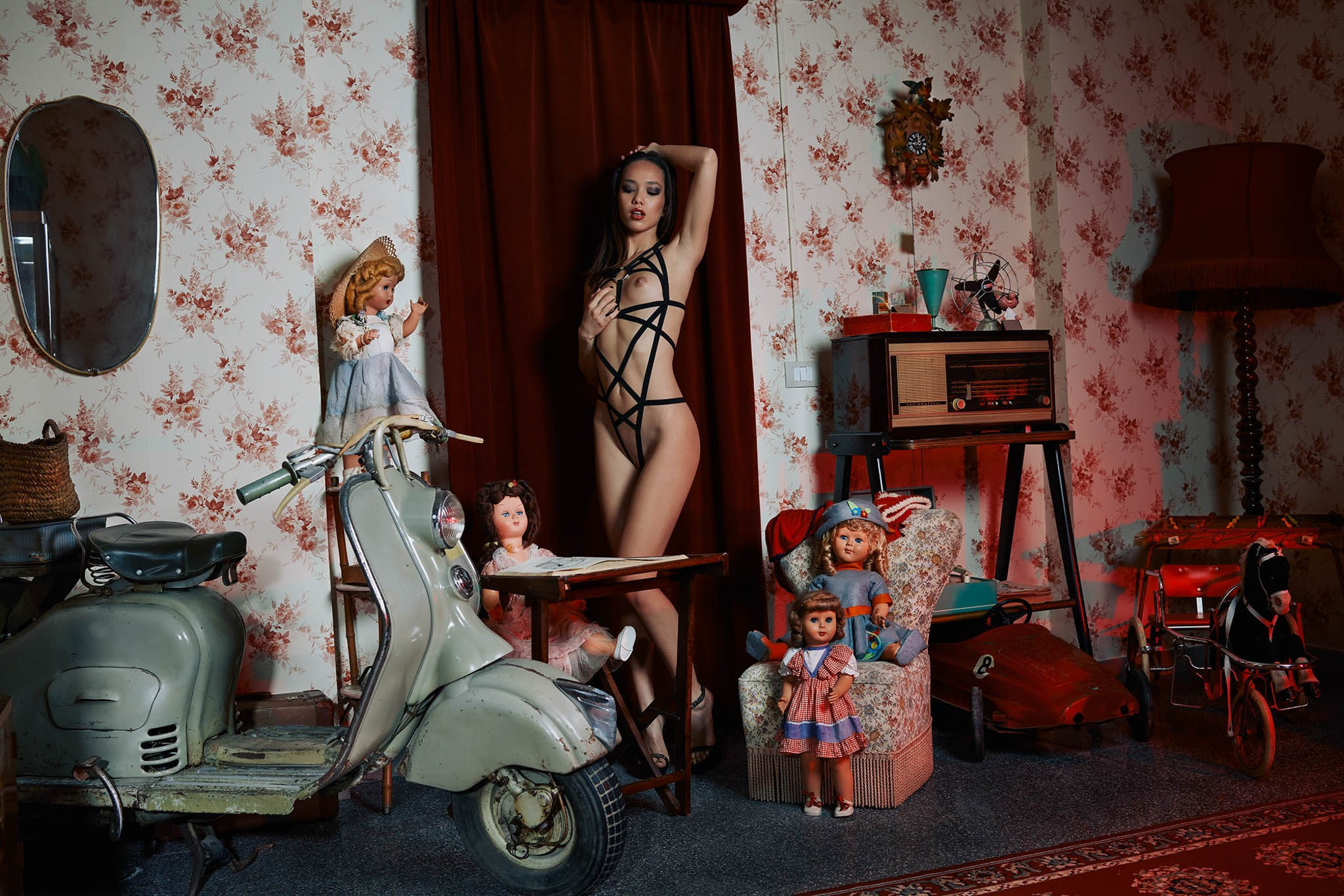 взрослые игры с детскими игрушками / Kitrysha nude by Gianluca Bonanno - The Forest Magazine