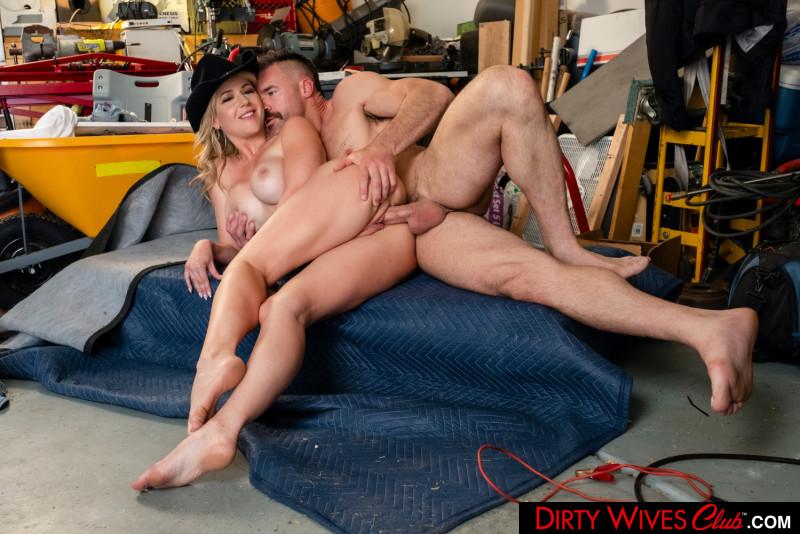 Kit Mercer, Charles Dera – Dirty Wives Club – Naughty America