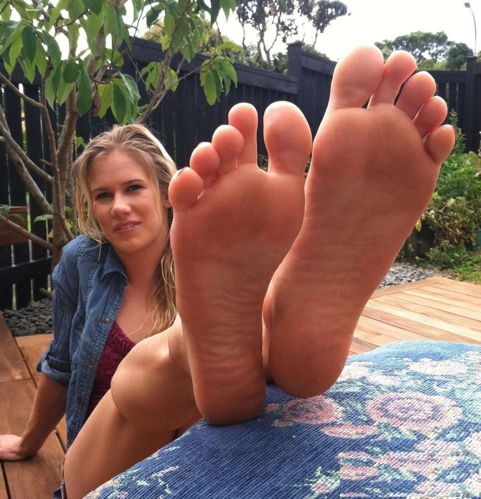 Beautiful feet babes-8273