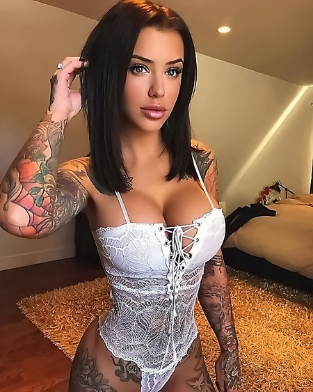 Instagram cute Laurence Bédard Sexy Images