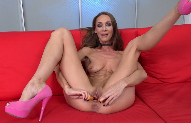 lick-wet-and-puffy-cynthia-nude-amature