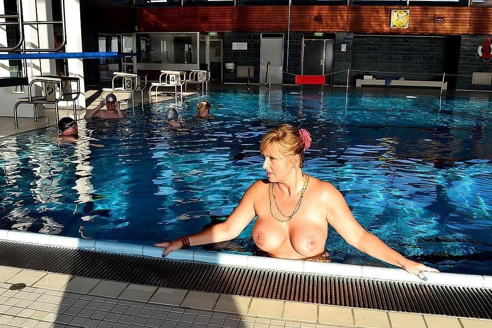 Sex in the public pool-5120