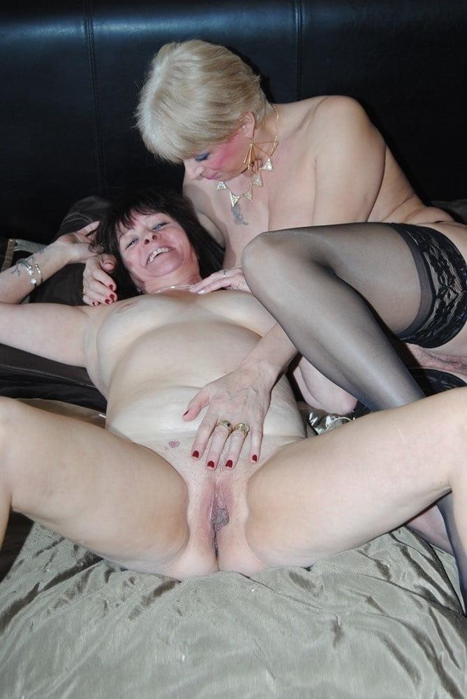 Nude mature lesbians-8661