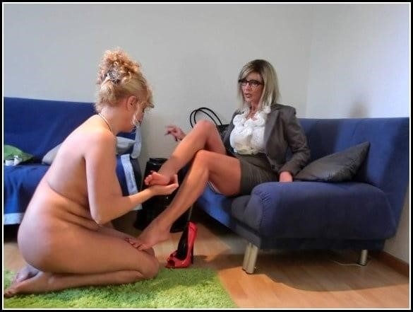 Woman foot slave-9205